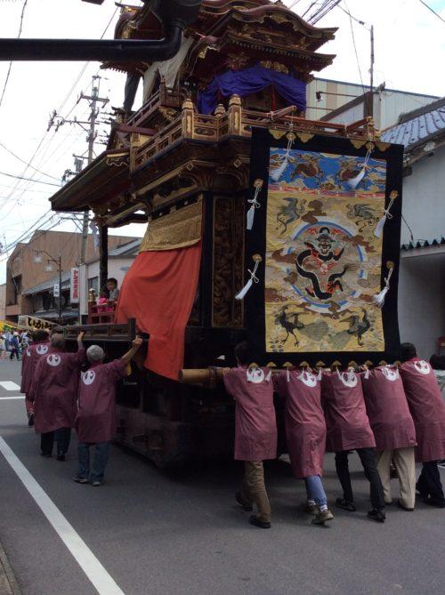 350年続く揖斐祭りの山車が5台三輪神社に引き揃います。