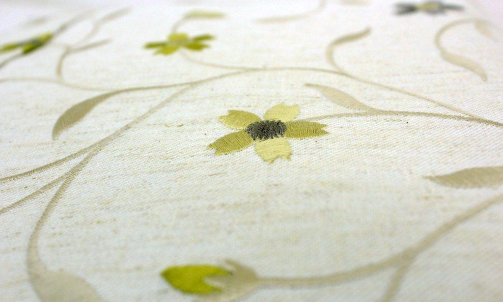 トートバッグ A4 ママトート 刺繍 花柄 黄色 生地アップ