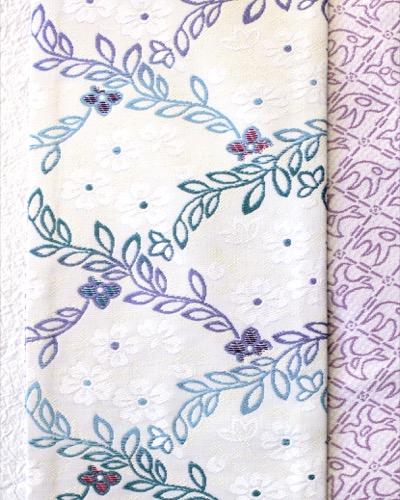 半幅帯 白地小花柄ピンク千鳥 小花部分アップ リバーシブル