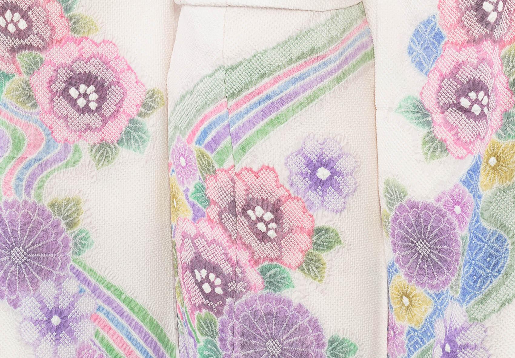 美しいパステルカラーの藤娘きぬたやの絞りの着物。