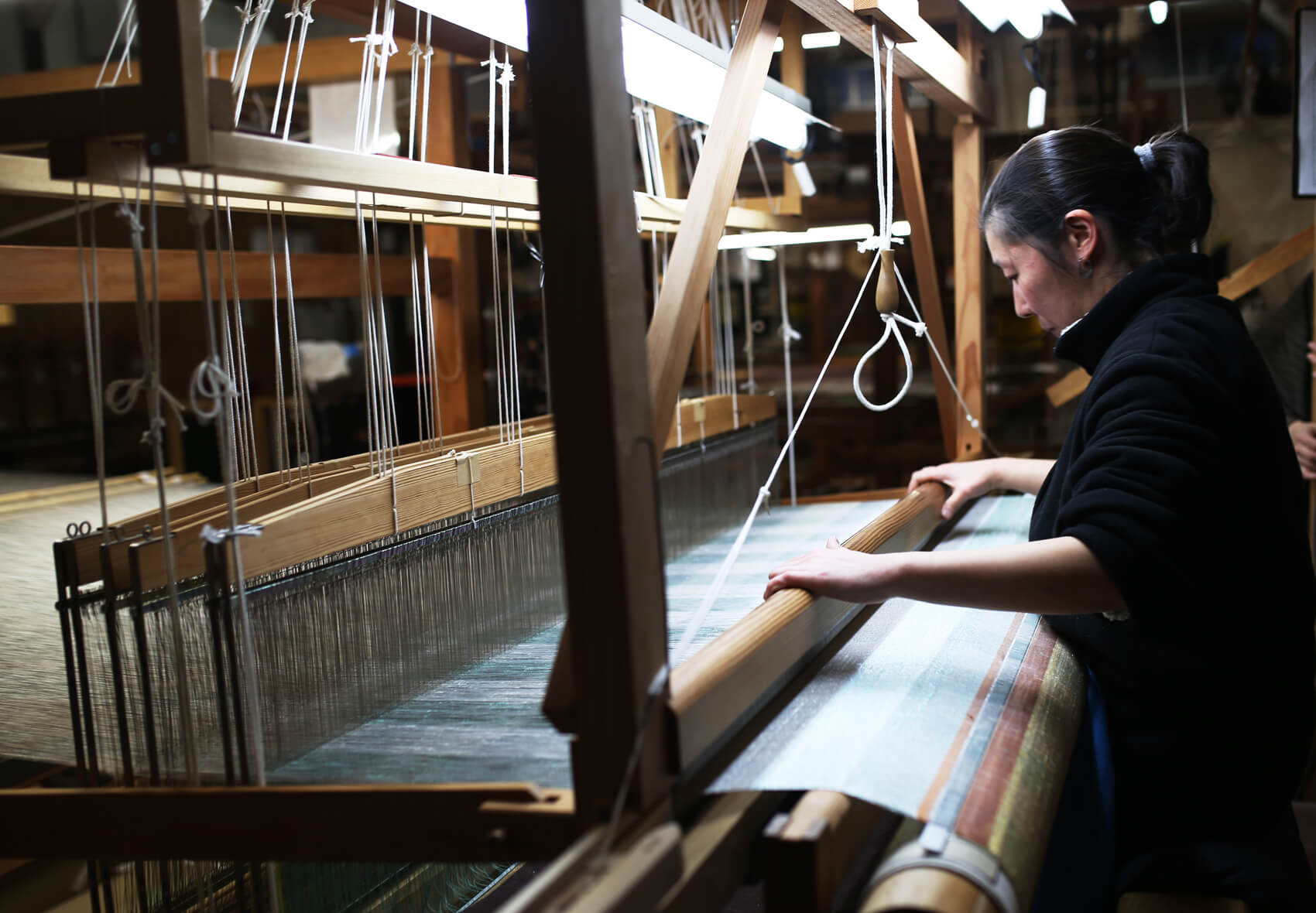 世界でひとつという幅1.5メートルの手織り機